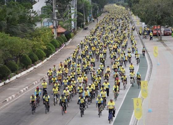 ประชาชนชาวจังหวัดกำแพงเพชร พร้อมใจร่วมกิจกรรม Bike อุ่นไอรัก กว่า 7,000 คน