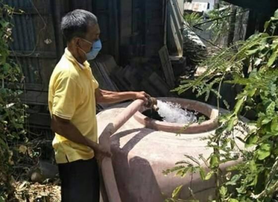 กำแพงเพชร-เดือนร้อน!! ชาวบ้านตำบลห้วยยั้งขาดแคลนน้ำ นายกขจรศักดิ์ส่งรถน้ำลงช่วยเหลือ